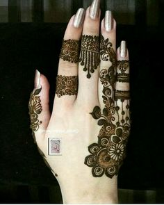 Perfect one for small occasion Finger Henna Designs, Mehndi Designs 2018, Modern Mehndi Designs, Mehndi Designs For Girls, Mehndi Design Pictures, Mehndi Designs For Fingers, Beautiful Henna Designs, Henna Tattoo Designs, Mehndi Tattoo