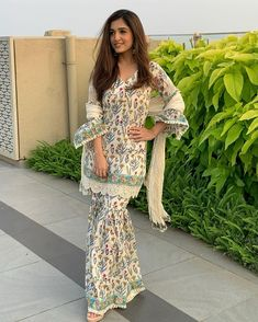 Pakistani Fashion Casual, Pakistani Dresses Casual, Indian Dresses, Indian Outfits, Indian Fashion, Sharara Designs, Kurti Designs Party Wear, Stylish Dress Designs, Stylish Dresses