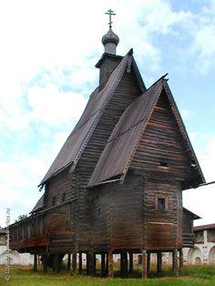 Церковь Преображения из села Спас в Вёжах, ок. 1628 г., находилась в Ипатьевском монастыре, церковь клетского типа. Изначально у церкви была восьмигранная шатровая колокольня, соединенная с храмом навесной галереей. К началу XX в. колокольня не сохранилась. Церковь сгорела в 2002 г.
