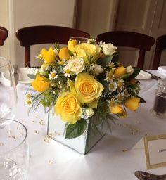 golden wedding, yellow wedding, roses, daisys, venue décor, party table centres, wedding flowers