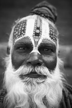 Sadhu's in Nepal Cara Tribal, Tribal Face Paints, Maori Designs, Face Expressions, People Of The World, Interesting Faces, People Photography, Black And White Photography, Cool Photos