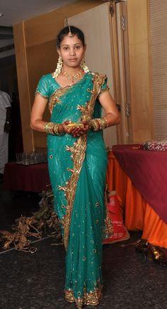 Snake Girl, Massage Girl, Lovely Legs, Banarasi Sarees, Indian Beauty Saree, Hot Actresses, India Beauty, Beauty Women, Wedding Styles