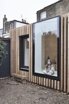 Timber fin detail with aluminium windows Garden Room Extensions, House Extensions, Backyard Studio, Garden Studio, House Extension Design, House Design, Rear Extension, Garden Office, Eco Friendly House