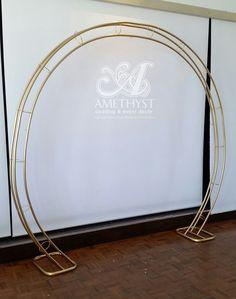 gold_circle_arch #weddingceremony