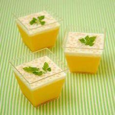 大人気のクオカオリジナルやわらかマンゴープリンミックスをアレンジして作る本格派アジアンデザートです。ココナッツミルクの風味はマンゴーととても相性がよく、ぷちぷちしたタピオカの食感がやみつきになる美味しさです