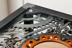 Tisch aus Motorradteilen Old Motorcycles, Steel Art, Vintage Tools, Old Wood, Round Round, House, Ideas