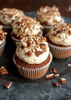 Brown sugar cupcakes topped with the smoothest pecan pie buttercream and toasted pecan pieces. Brown sugar cakes, topped with the smoothest ever pecan pie filling buttercream, and dunked in chopped toasted pecans. Pecan Desserts, Desserts With Pecans, Thanksgiving Cupcakes, Autumn Cupcakes, Cupcake Recipes, Cupcake Cakes, Dessert Recipes, Pecan Pie Cupcakes, Buttermilk Cupcakes