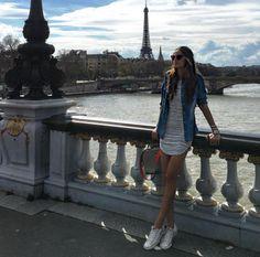Izabel Goulart en promenade dans les rues de Paris http://www.vogue.fr/mode/mannequins/diaporama/la-semaine-des-tops-sur-instagram-avril-2016/30682#izabel-goulart-en-promenade-dans-les-rues-de-paris
