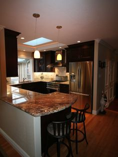 Small Kitchen Design, Pictures, Remodel, Decor and Ideas - page 267  like the seat layout at the end of the counter