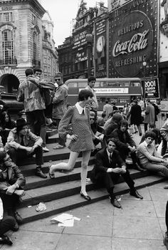 A glimpse of Piccadilly Circus, one of the most important sites of Swingin' 60s London, on October 1968.