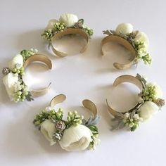 Easy to make and wear...floral bracelets for this weekend's wedding. #corsage #livingjewelry