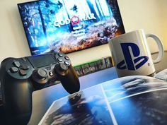Bon week-end ;) ------- #godofwar #PlayStation #ps4 #playstation4 #kratos #videogames #games #mug #gaming #gaminglife #coffee #coffeetime #jeuxvideo #fun #dualshock4 #igersfrance #gamers #instadaily #instagamers #instagaming