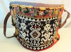 Art that soothes the Soul 986 Old Beaded Dayak Baby Carrier from Borneo Antique Art, Antique Jewelry, Beaded Jewelry, Textile Design, Textile Art, Art Gallery, Motifs Animal, Tapestry Crochet, Vintage Textiles