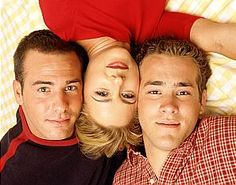 """""""Two Guys a Girl and a Pizza Place"""" with Richard Ruccolo, Traylor Howard and Ryan Reynolds."""