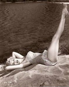 Kathleen Hughes The Best Photos Of Marilyn Monroe.That Aren't Marilyn Monroe Marilyn Monroe, I Dream Of Jeannie, Girly, Norma Jeane, Nice Legs, Up Girl, Classic Beauty, Old Hollywood, Hollywood Glamour