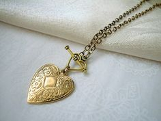 Vintage gold plated etched heart pendant necklace with heart shaped toggle clasp on antique gold etched cable chain, 18 inches or 45 cm long, handmade in the USA.  This beautiful and classic gold hear
