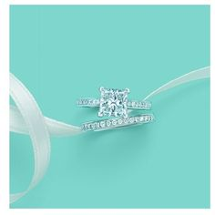 perfection! this is my ideal wedding and engagement ring :)