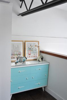 @visualheart made over a vintage dresser, and it's now such a gorgeous robin's egg blue! What a great pop of color! /ES