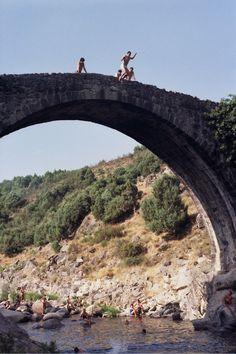 Puente de piedras antiguo de epoca romana en Madrigal de la Vera