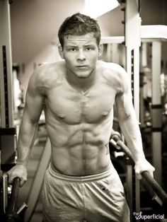Remember Jonathan Lipnicki? the little boy from like mike Jerry Maguire and Stuart Little... look at him now!