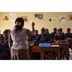 On World Contraception Day we're supporting the mission to raise awareness about contraception and safe sex. We're training health workers to support patients to make informed decisions about pregnancy and their sexual health. #wcd2016 #globalhealth #contraception (Photo: Sexual health class at Kambia District Hospital, Sierra Leone. By @timbekir )