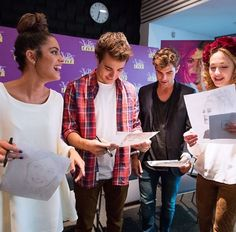 Violetta ve Varšavě Disney Channel Shows, Disney Shows, Violetta Live, Netflix Kids, Son Luna, Behind The Scenes, Writer, Tv Shows, It Cast