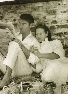 Wyatt Cooper (hometown-Meridian, MS) and his wife, Gloria Vanderbilt, parents of Anderson Cooper. (from A Place To Dwell) ~ETS Famous Couples, Famous Women, Famous People, Anderson Cooper, Gloria Vanderbilt, Celebrity Gallery, Celebrity Photos, Classic Hollywood, Old Hollywood