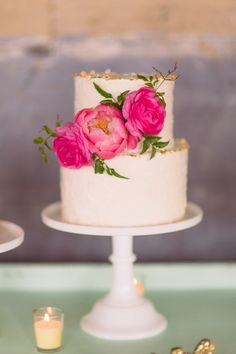 Cake by Layered Bake Shop for a Dallas wedding. Photo by Nbarrett Photography (via Style Me Pretty). Barn Wedding Cakes, Dessert Bar Wedding, Wedding Cake Photos, Wedding Desserts, Wedding Rings, Wedding Cake Fresh Flowers, Beautiful Wedding Cakes, Beautiful Cakes, Birthday Cake For Women Elegant