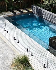 garden pool Indigenous plantings and a coastal aesthetic help blur the boundaries between a new garden and its beachside location. Small Swimming Pools, Luxury Swimming Pools, Small Pools, Swimming Pools Backyard, Swimming Pool Designs, Pool Decks, Backyard With Pool, Rooftop Pool, Small Backyards
