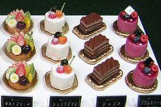 といといのミニチュア【ケーキもろもろ2】 Mini Desserts, Just Desserts, Dessert Recipes, Miniature Crafts, Miniature Food, Fairy Food, Mini Things, Mini Foods, Miniture Things