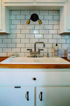 Classic and stylish subway tile with grey grout | TRIBEZA Austin Magazine