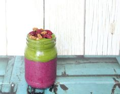 FRIDAY FEEDS: MY QUICK AND SIMPLE GO-TO GREEN SMOOTHIE!
