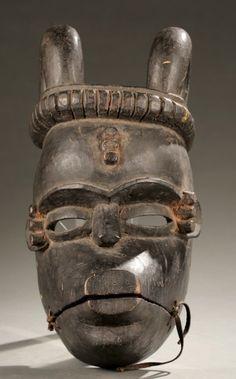 Ibibio cuernos máscara con la articulación de la mandíbula.