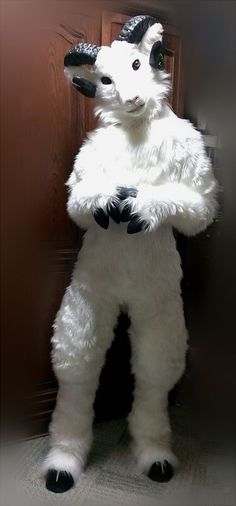 A fursuit with potential, by Sateko. Could be more form fitting. Eyes are too canine-like.