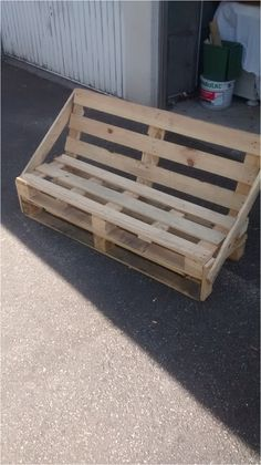 Kitchen Making A Bench In Garden Wood Mzaol Making A Bench With Chair With . Palette Furniture, Pallet Patio Furniture, Garden Furniture, Banquette Palette, Card Table And Chairs, Making A Bench, Diy Wood Projects, Rustic Design, Wood Pallets