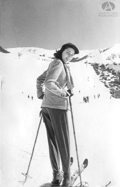 Inés Secco esquiando en el Cerro Catedral, Bariloche, Ca. 1958 (Colección Fenoglio en Archivo Visual Patagónico)