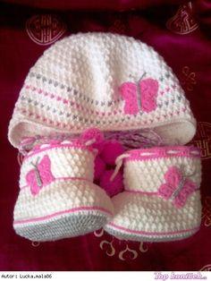 Capáčky, botičky pro miminko Knit Baby Shoes, Crochet Baby Clothes, Crochet Shoes, Baby Girl Shoes, Baby Booties, Crochet Bebe, Crochet For Kids, Baby Converse, Afghan Blanket