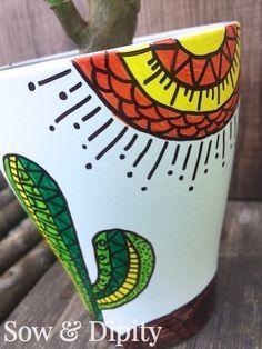 Check out these cute succulent planter idea's! Painted Plant Pots, Painted Flower Pots, Sharpie Art, Sharpie Projects, Sharpie Doodles, Sharpies, Flower Pot Design, Decorated Flower Pots, Pottery Painting Designs