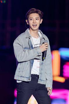 200111 K-pop Super concert in Hanoi - Park Chanyeol Exo, Kyungsoo, Z Cam, Kim Minseok, Kim Junmyeon, Korean Star, Exo Members, Kpop, Chanbaek
