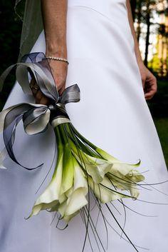 Large white calla lilies with grasses Calla Lily Bridal Bouquet, Bride Bouquets, Bridal Flowers, Floral Bouquets, Red Flowers, Lily Wedding, Floral Wedding, Dream Wedding, Calla Lillies