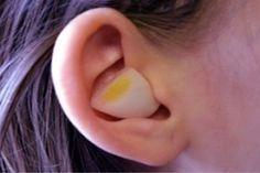 El ajo es un excelente antibiótico natural que te ayudara a eliminar el dolor de oído y a retirar toda la cera, para utilizarlo solo tienes que: ~ Nueva Mentes