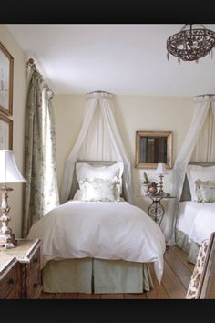 1000 images about ciel de lit on pinterest bed crown canopies and french days. Black Bedroom Furniture Sets. Home Design Ideas
