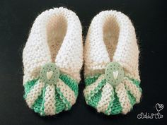 Stitchlogue Blog: handmade by Calista: My version of Babystøvler | Good instructions on how to sew them up