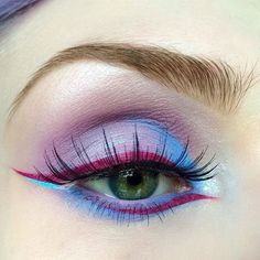 Lime Crime Pixie eye @beautsoup wearing 'Filter' from the #Venus2 palette (inner lid and lower lash-line) with 'Beet It' #Velvetine & 'Blue Milk' for liner details.