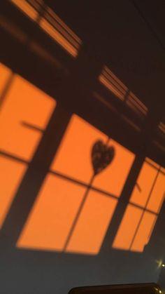 Unique Wallpaper, Aesthetic Pastel Wallpaper, I Wallpaper, Aesthetic Wallpapers, Wallpaper Backgrounds, Orange Aesthetic, Night Aesthetic, Shadow Photography, Sunset Photography