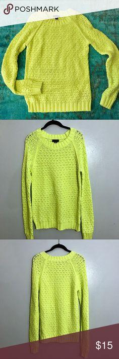 Neon knit sweater Cute and cozy knit neon yellowish green sweater from Worrhington. Size Medium Worthington Sweaters Crew & Scoop Necks