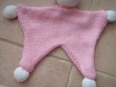 Tutu of a knit duffle - Fraiseetcompagnie Knitting Wool, Knitting For Kids, Dou Dou, Tutu, Cool Christmas Trees, Knitted Dolls, Kids And Parenting, Crochet Baby, Knitwear