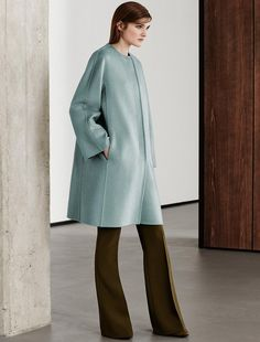 Max Mara GIUDEA azure: Pure cashmere coat. Find your outfit on the Official Max Mara Website and discover all that is new in ready-to-wear.