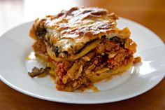 Bulgarian - musaka (мусака) - with potatoes instead of eggplant - 7 Bulgarian food classics you cannot afford to miss - kashkaval tourist Health Side Dishes, Bulgaria Food, Bulgarian Recipes, Greek Recipes, Types Of Food, Diy Food, Family Meals, Lasagna, Seafood