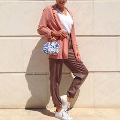 """64 Gostos, 1 Comentários - Mina Gahri (@minagahri) no Instagram: """"Smooth weekend  #ootd #whatiwore #tee #blazer #pink #joggers #sneakers #purse #style #fashion…"""""""